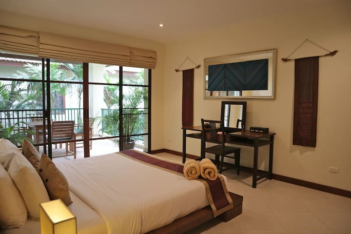 Bang Tao beach deluxe 2 bedrooms apartment