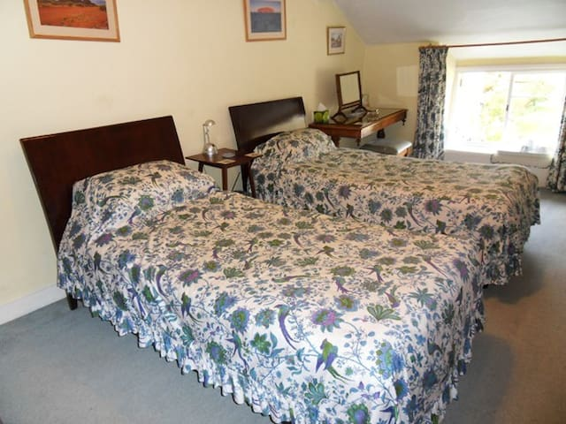 Twin Bedroom at Beautiful 17th Ce. House 1st Floor