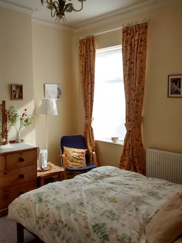 Comfy double room in family house - Salford - Bed & Breakfast