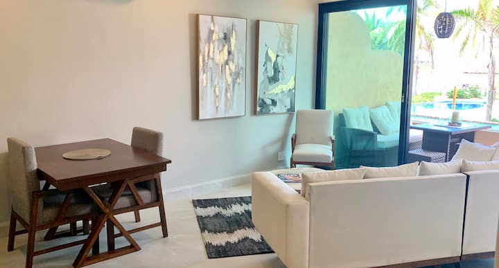 New 2 bedroom condo on the beach with pool/hot tub