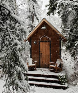 Cosy Cabin Retreat for Two, Convenient Location - Fairbanks - Cottage