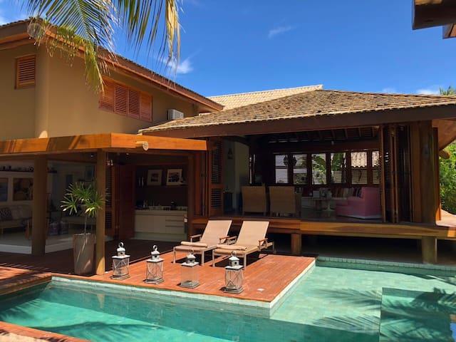 Casa linda e perto da praia em Praia do Forte