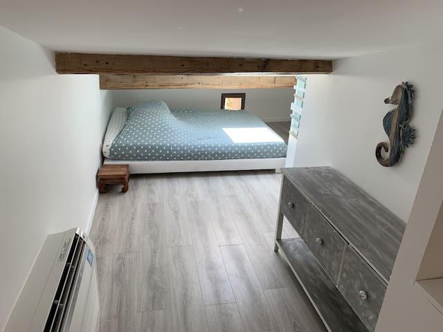 Chambre 1 avec un lit en 160 X 200 cm