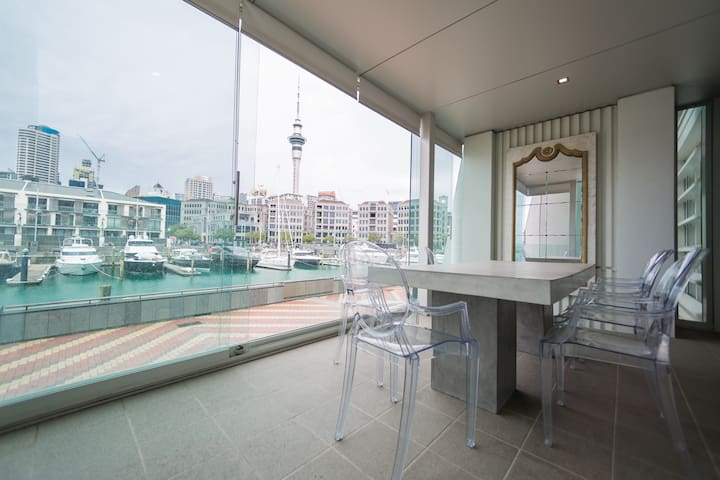 3bd Double-waterfront Luxury: Free parking!