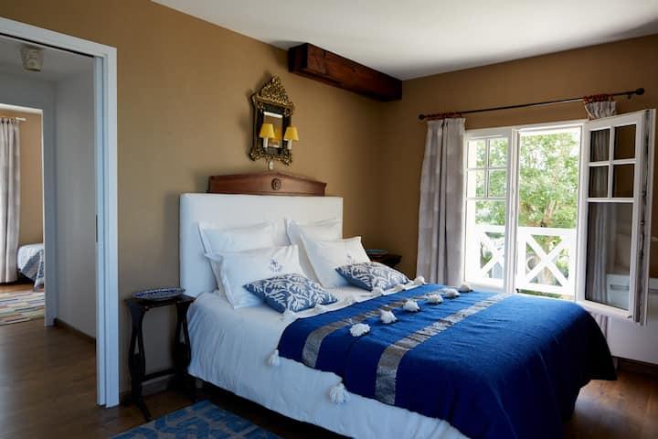 Blue Suite with sea view close to Pointe du Hoc