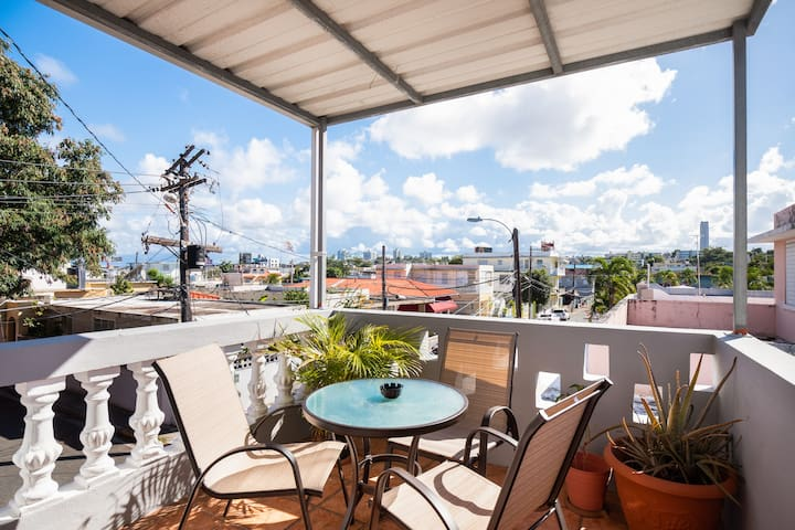 VALUE 1 Bdrm/Deck near beach & hip/local Loiza St