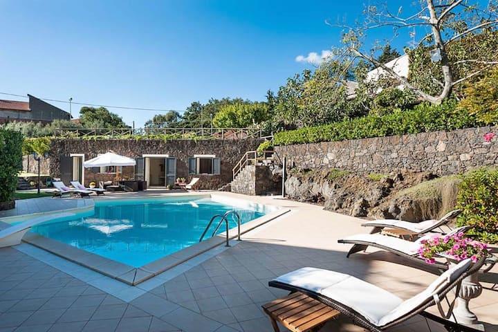 Jolie petite maison de vacances avec jardin à Lazise, Italie