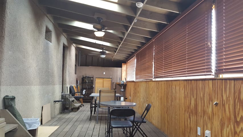 Downtown Apartment Walk to Mexico 4-Room + Sunroom