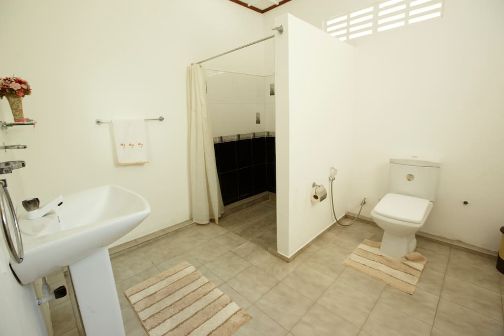 Nelum Cabana - Bathroom