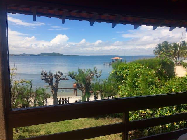 Casa de praia pé na areia- Região dos lagos-RJ