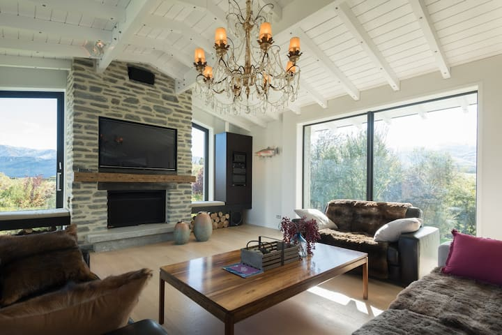 Contemporary Country Luxury Villa(B&B)