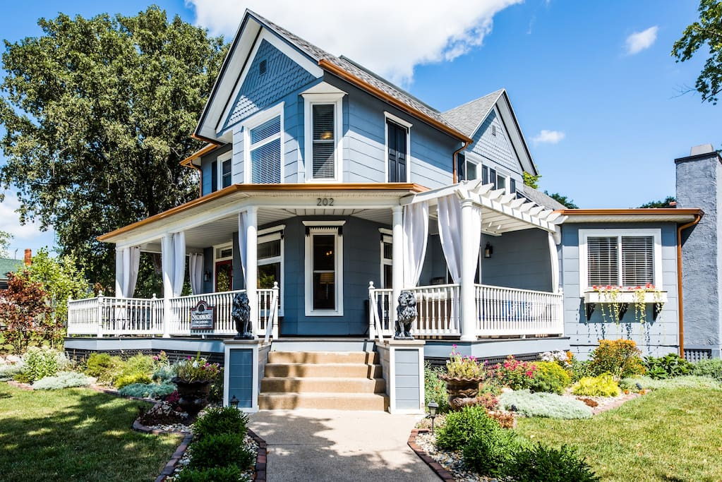 Sycamore Guesthouse, Three Oaks, Michigan. Fine Lodging and Vacation Rental that accommodates 1 - 13 guests. Right across the street from Journeyman Distillery and Staymaker Restaurant!