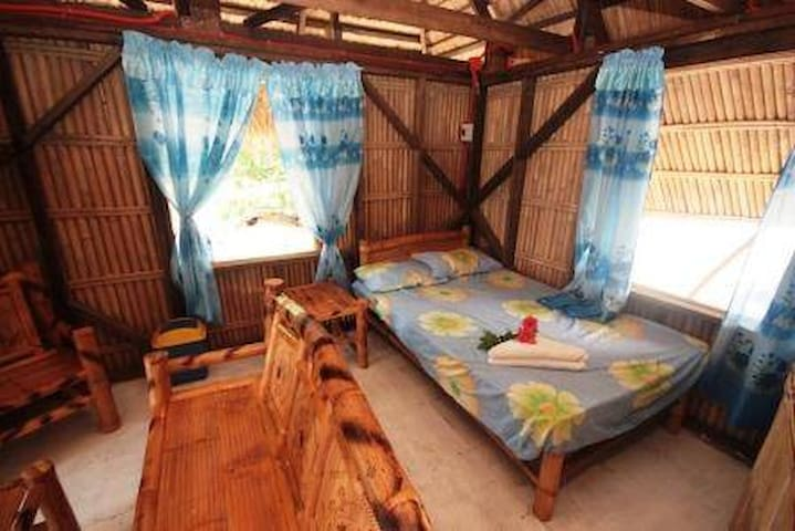 Pundaquit sun and surf deluxe kubo, d.bed ,toilet