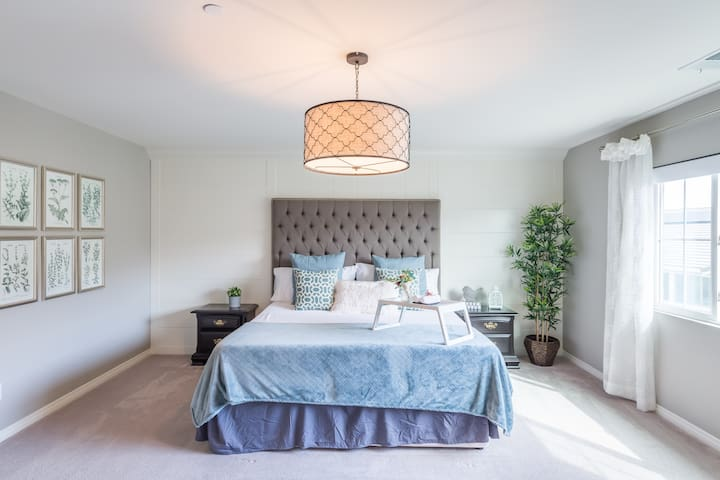 Master bedroom w/ King Size bed