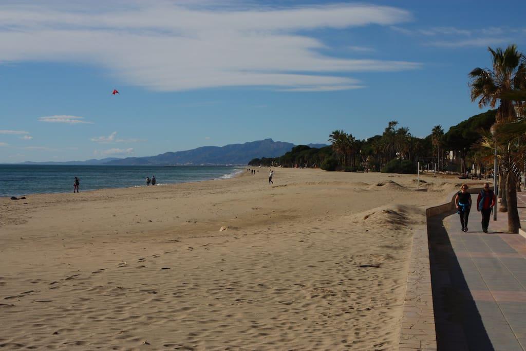 Acceso directo a la playa de Cambrils