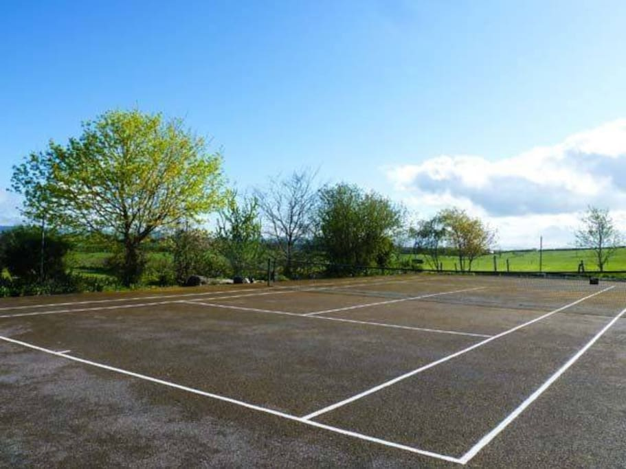 Tennis court and large garden facilities