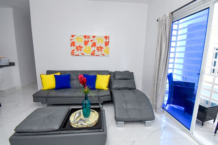 Rosil Place, Apartment #4 with Balcony by the Beach