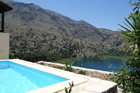 Cretan Lux Villa in Unrivaled Position in Kournas.