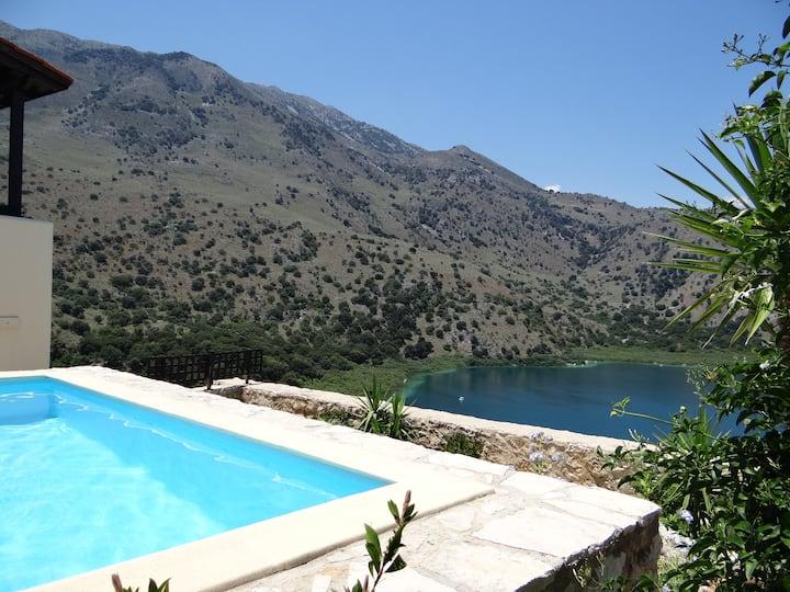 Cretan Lux Villa in Unrivaled Position in Kournas.