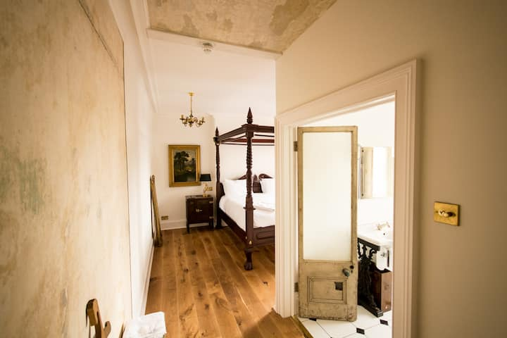 Four Poster (Bedroom 2) in Crooked Swan Hotel