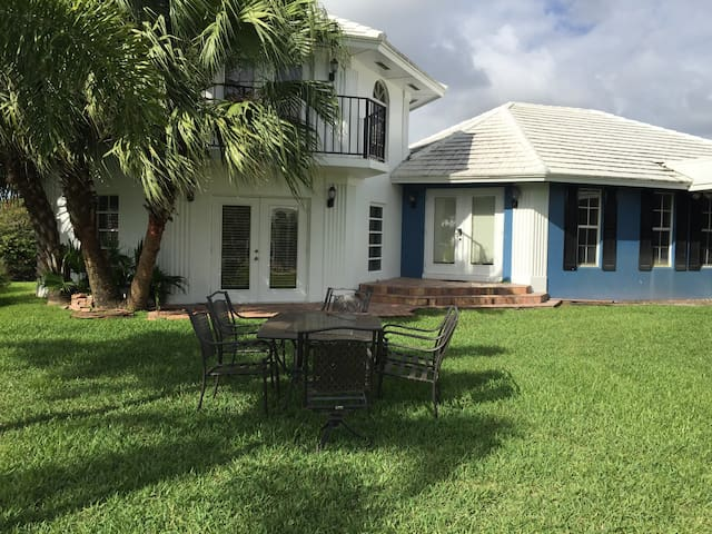 3BD Guest House On Exclusive Estate