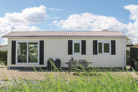 Holiday cottage with 1 bedroom on 40m² in Sint-Annaland