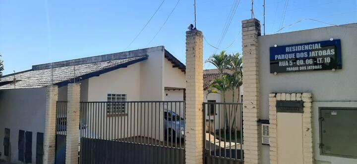 Casa 3 quartos em cond fechado próxima a UniRV