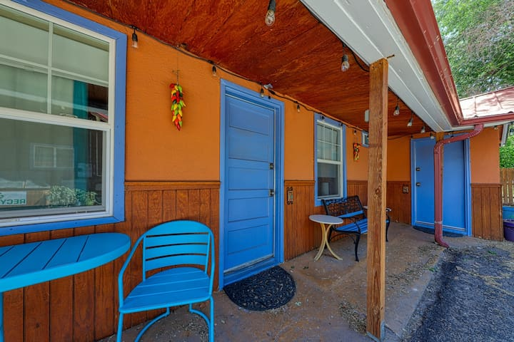 Downtown suite w/ shared hot tub - 5 miles to Arches National Park!