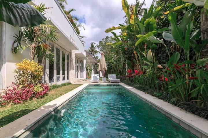 Tropical Bohemian and Private 3 Bedroom Villa