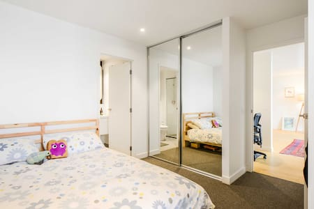 Modern room with a view & ensuite - CBD - Wohnung