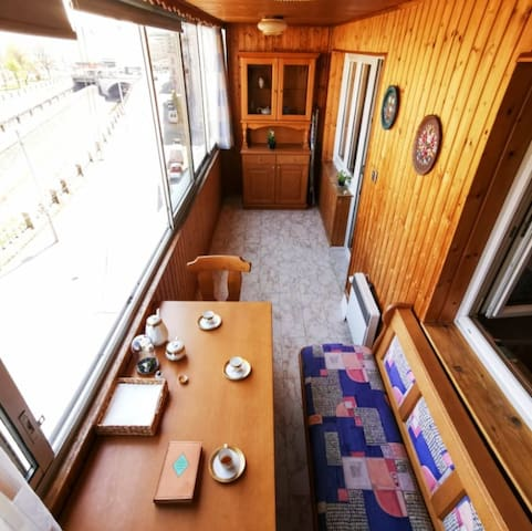 Cozy Apartment with beautiful loggia at Naschmarkt