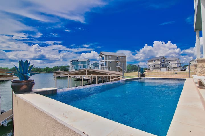 Harbor House Located Inside The Legends Gated Community - Pet Friendly, Swimming Pool, Boat Dock with Lift