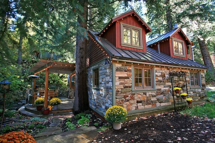Storybook Stone Cottage- Streamside, Hot Tub, Fireplace, Short Walk to Resort