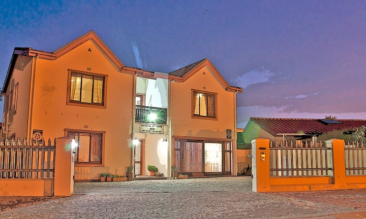 Hermanus AT HOME Double Room 1