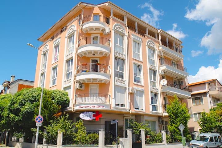 Двухкомнатные апартаменты в Несебре