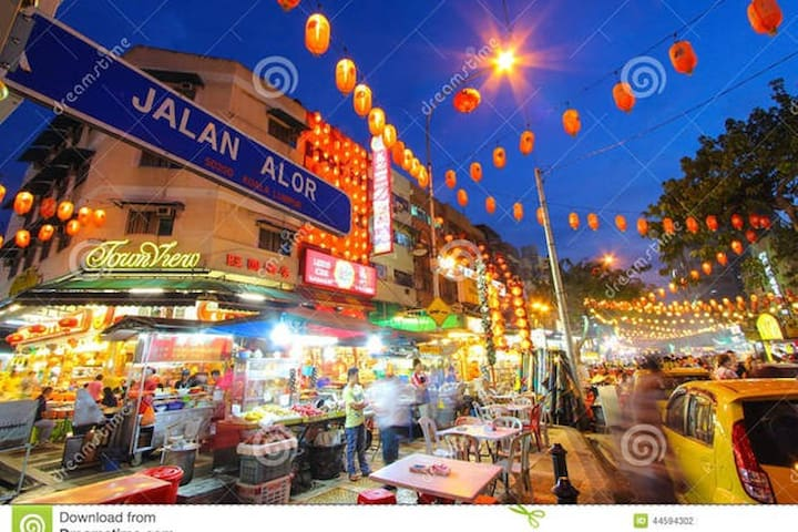Jalan Alor (Alor Road) vibrant street foods about 100 meters from the apartment