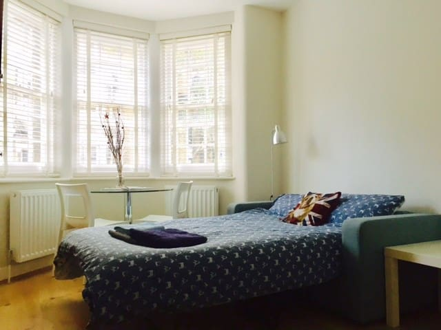Cozy bright room close to London Eye, Central LDN - ลอนดอน