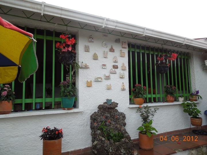 Mesitas Del Colegio Casa De Campo