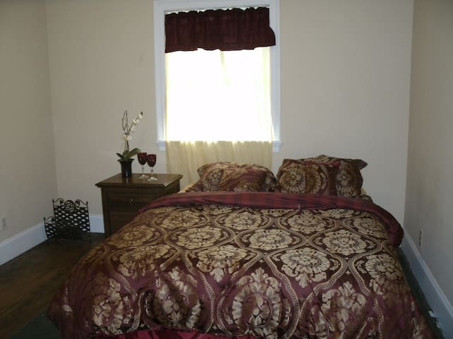 Quiet, Private Bedroom $30 Daily Rate - Munster - Huis