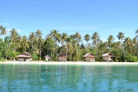 The Coral Bungallow Sikandang - Banyak Island