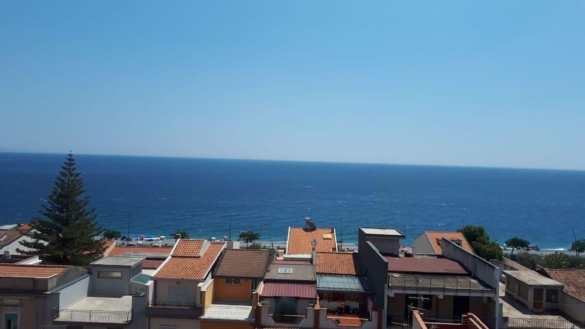 Appartamento con vista mare a Roccalumera