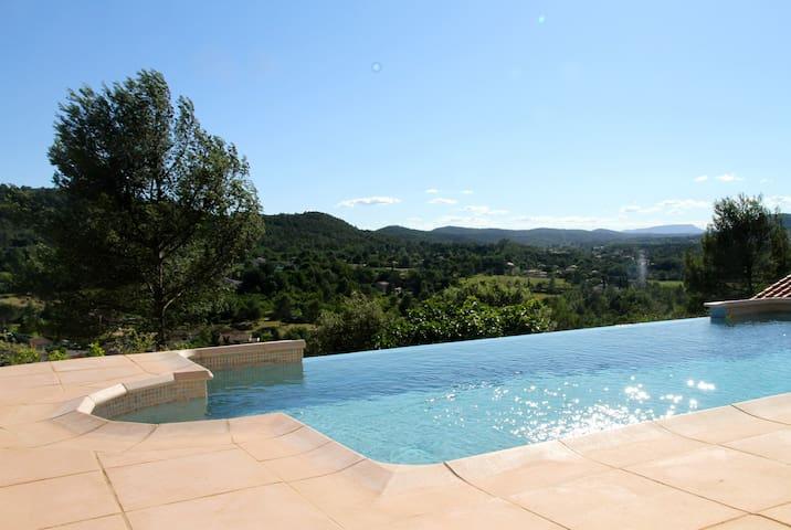 Villa avec piscine en Provence Verte - Le Val - วิลล่า