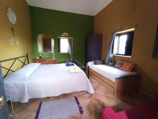 Camera 3 posti letto con splendida vista sulla collina