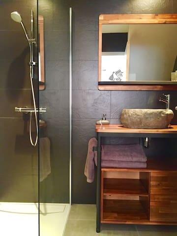 Chambre et Salle de bain privée Centre village