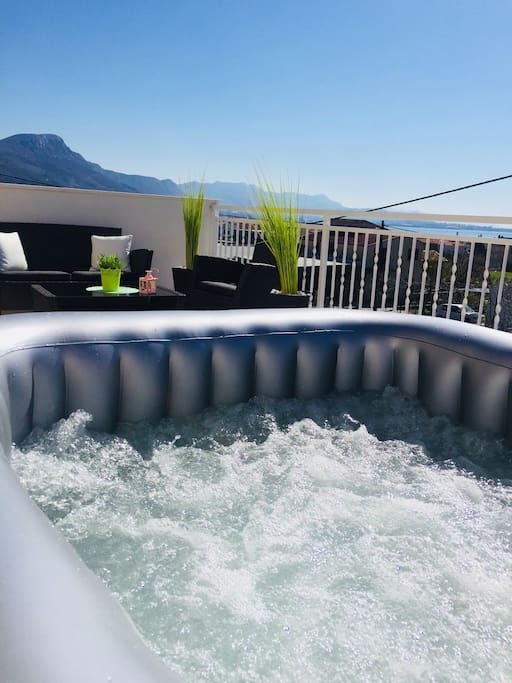 Whirlpool with a view at the mountains