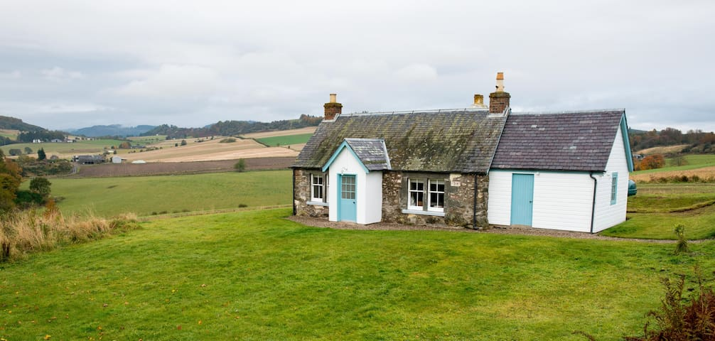 Cairnmuir Cottage - Romantic Hideaway sleeps 4