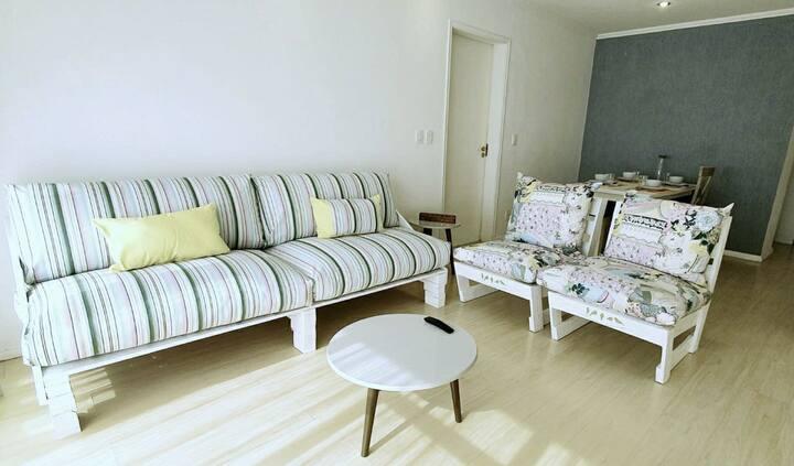 Apartamento amplo e bem localizado