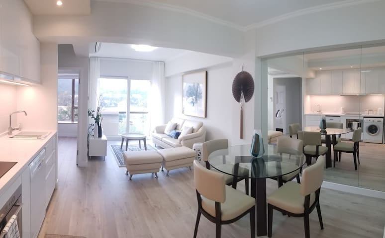Modern 2 Bedroom Flat in the Heart of DB!