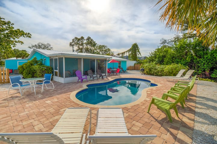 3 Bed 2 bath   POOL  Walk to Beach   50% OFF