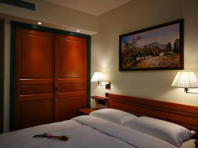 卧室和大衣柜(主卧和次卧配备都一样)